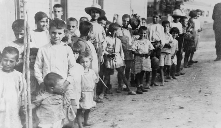 Παιδιά Ελλήνων και Αρμενίων προσφύγων