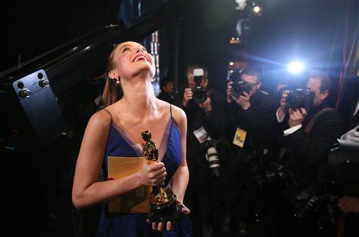 Η Μπρι Λάρσον τιμάται με το Oscar Α' Γυναικείου Ρόλου για την ερμηνεία της στην ταινία ΤΟ ΔΩΜΑΤΙΟ