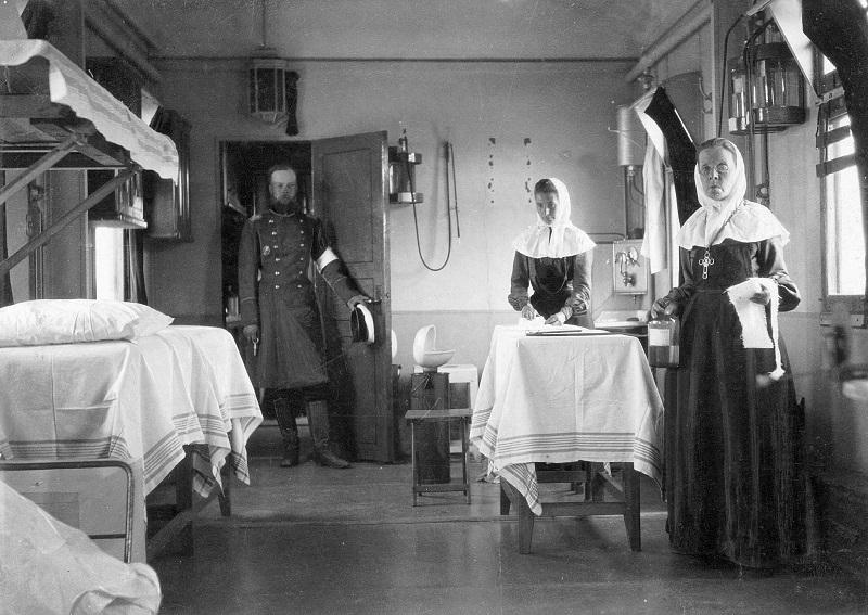Η κατασκευή του Υπερσιβηρικού πυροδότησε την έναρξη του Ρωσοϊαπωνικού Πολέμου το 1904-'05, ο οποίος έληξε με συντριπτική νίκη των Ιαπώνων. Το νοσοκομειακό αυτό τρένο του Ρωσικού Ερυθρού Σταυρού βοήθησε στην απομάκρυνση των τραυματισμένων στρατιωτών κατά μήκος του Υπερσιβηρικού