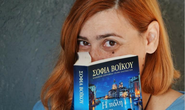 Sofia-Voikou_H-poli-pou-dakryzei